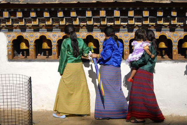 09-donne abito